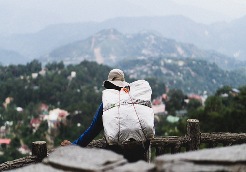 4 pros to traveling by CouchSurfing